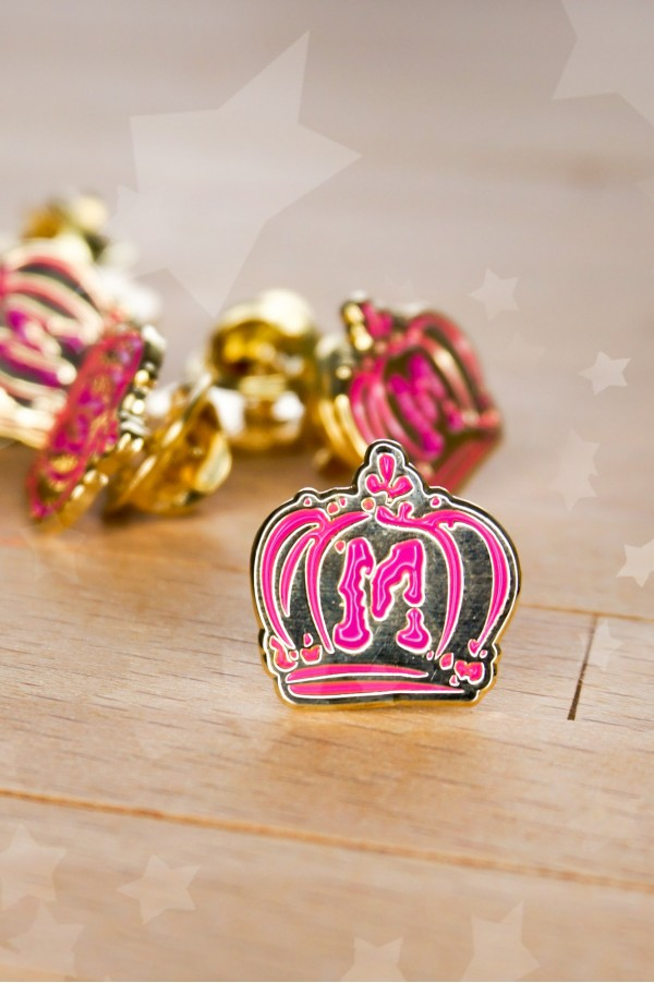 Atelier Momoni Crown Enamel Pin